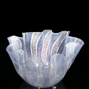 handkerchief-vase-white-and-blue